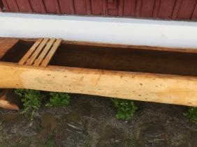 das Holz patiniert schnell und fügt sich dadurch in die Umgebung ein